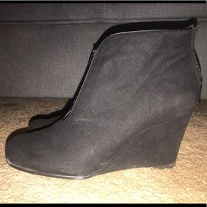 Aerosoles black high heeled boots